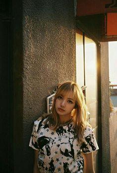 blackpink in your area Kpop Girl Groups, Korean Girl Groups, Kpop Girls, Lisa Bp, Jennie Blackpink, Lisa Blackpink Wallpaper, Blackpink Photos, Blackpink Fashion, Blackpink Jisoo