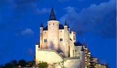 12 Breathtaking Castles Pictures Located on Cliffs | I love Travelling