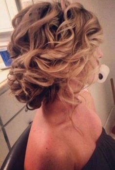 bridesmaid hairstyles for long hair / http://www.himisspuff.com/beautiful-wedding-updo-hairstyles/17/