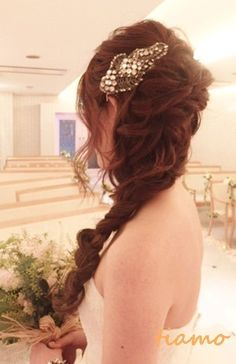 VERA WANG×サイドラプンツェルのお洒落花嫁さま♡ |大人可愛いブライダルヘアメイク『tiamo』の結婚カタログ