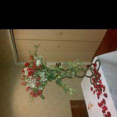 Horseshoe flower stand
