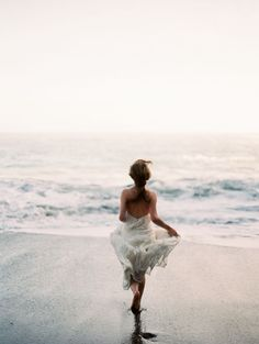 beach ocean sea sand at sunset in California Hawaii island paradise running to the cool water at sunset or sunrise in a dress in the summer sun Into The Wild, Ethereal Wedding, Glamorous Wedding, Foto Art, Belle Photo, Summer Vibes, Summer Ootd, Dress Summer, Summer 2016