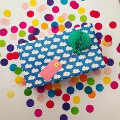 """Polubienia: 10, komentarze: 1 – Hi Flamingo (@follow_hi_flamingo) na Instagramie: """"Dzisiaj z głową w chmurach.☁️ #bday #birthday #presents #present #wrappingpaper #giftwrapping…"""""""