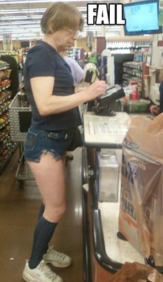 Hot Legs at Walmart - Who Wears Short Shorts?: Who wears short shorts? This girl at walmart wears short shorts. If you wind up at walmart in this checkout line Funny Walmart Pictures, Walmart Funny, Funny People Pictures, Only At Walmart, People Of Walmart, Funny Photos, Walmart Photos, People Failing, Stupid People