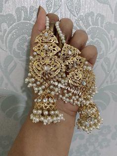 Indian Jewelry Earrings, Indian Jewelry Sets, Fancy Jewellery, Jewelry Design Earrings, Gold Earrings Designs, Gold Jewellery Design, Bridal Jewelry Sets, Stylish Jewelry, Wedding Jewelry