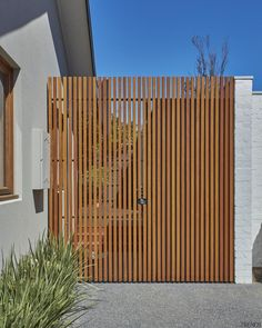 Sandringham House / breite Architektur Sandringham House / breite Architektur The post Sandringham House / breite Architektur appeared first on Vorgarten ideen. Backyard Fences, Backyard Landscaping, Backyard Privacy, Sandringham House, Outdoor Spaces, Outdoor Living, Side Gates, Design Exterior, Wood Architecture