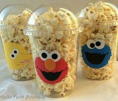 Set of 8 Elmo PopCorn Box Elmo Favor Bags Elmo por HelloFaithParents spend 808 MSet of 12 Elmo Party Cups Elmo Elmo Birthday Party by HelloFaithYou will receive Super Cute Elmo, Cookie Monster or Big Bird Snack Cups. >These cups are Disposable. Monster Birthday Parties, Elmo Birthday, 2nd Birthday Parties, Birthday Snacks, Birthday Ideas, Festa Cookie Monster, Elmo Party Favors, Toddler Party Favors, Party Treats