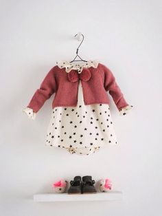 Nanos romantic pastel shades for fall 2014 - Fannice Kids Fashion Nanos winter 2014 look with a cream onesie with stars Fashion Kids, Little Girl Fashion, Toddler Fashion, Fashion Fall, Baby Outfits, Outfits Niños, Little Girl Outfits, My Baby Girl, Baby Girl Winter
