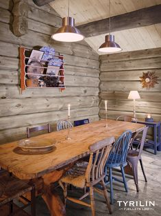 Si farvel til gulnet panel i påsken - Bygger´n Living Spaces Furniture, Log Cabin Homes, Log Cabins, Pine Table, Cabin Kitchens, Timber House, Cottage Interiors, Cottage Design, Colorful Interiors
