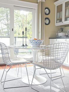 Ideas for the Dinning Nook : The Bertoia Chair Dinning Nook, Wire Dining Chairs, Dining Room Table, Table And Chairs, Dining Area, Kitchen Dining, Bag Chairs, Eames Chairs, Metal Chairs