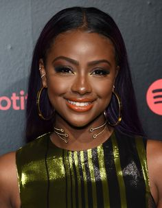 With the right prep, the right application, and the right shade you'll be rocking an orange lip like Justine Skye & Regina Hall in no time. Lipstick For Dark Skin, Dark Skin Makeup, Dark Skin Beauty, Hair Beauty, Women's Beauty, Black Beauty, Beauty Care, Beauty Makeup, Beautiful Dark Skinned Women