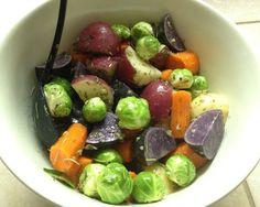 春の野菜を使ったシンプルな和え物はローストした野菜にオイルソースを混ぜたもの