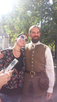 A fanpic of Duncan and my friend from Prague today! HE'S SO HANDSOME AND HIS VOICE... OMG  #outlandershooting