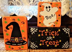 This Block Set combines Country Charm with a Primitive Flair! The Block Setfeatures Hand Painted Blocks, Hand Decorative Accenting and Lettering. Painted Bricks Crafts, Brick Crafts, Painted Pavers, Halloween Signs, Halloween Cards, Fall Halloween, Halloween Decorations, Happy Halloween, Halloween Blocks