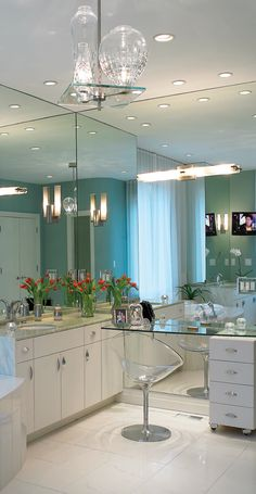 added makeup vanity I love the ceiling to floor mirror with a glass NARROW shelf to apply makeup.) be closer to the mirror to apply makeup. Love the mirror so you can still use it as a dressing mirror too. Dressing Table Vanity, Dressing Mirror, Dressing Room, Vanity Tables, Vanity Area, Dressing Tables, Luxury Interior Design, Bathroom Interior Design, Interior Modern
