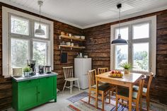 Kodikasta mökkitunnelmaa House Styles, Summer House, Decor, Cottage Design, Cottage Decor, Home, Interior, Old Houses, Home Decor