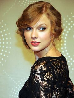 Taylor Swift - Messy updos hairstyle