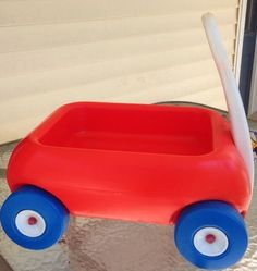 This is 30 years old and a rare find in this condition! Other than the scuff marks on the handle there is very little scuff marks to the actual wagon. The wheels are in good shape too.