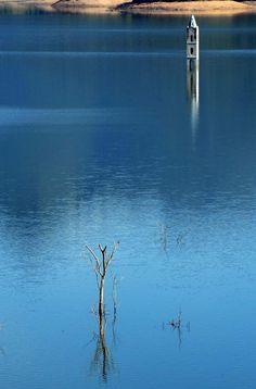 Ruínas da torre da Igreja no lago da Barragem do Rio São Bento, localidade de São Pedro:imagem 9