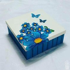 Novo Mural da Vila com ares de primavera Caixa decorada para organizar Wooden Box Crafts, Painted Wooden Boxes, Recycled Crafts, Hand Painted, Diy Painting, Painting On Wood, Diy Arts And Crafts, Diy Crafts, Altered Cigar Boxes