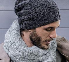 Décuplez votre pouvoir de séduction en portant ce bonnet 100% virilité, en PHIL SPORT, coloris carbone. Modèle n°44 du catalogue n°146 : Spécial accessoires - Automne/Hiver 2017