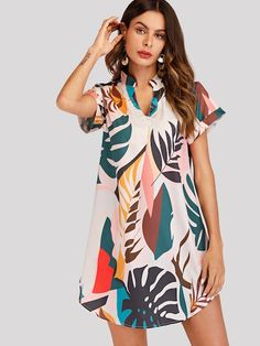 To find out about the Tropical Print V Cut Curved Hem Dress at SHEIN, part of our latestDresses ready to shop online New Arrivals Dropped Daily. Sexy Summer Dresses, Simple Dresses, Short Sleeve Dresses, Dress Shirts For Women, Clothes For Women, Asymmetrical Dress, Boho Dress, Dress To Impress, Wholesale Fashion