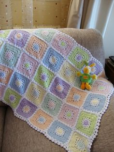 Daisy in a square baby afghan and pattern (graphic)