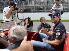 Sebastian Vettel präsentierte sich schon bei der Fahrerparade gut gelaunt. Vielleicht hatte der Heppenheimer bereits das Gefühl, gleich seinen ersten Sieg in Montréal einzufahren. (Foto: CJ Gunther/dpa)