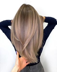 Brown Hair Colors Discover 50 Best Layered Haircuts and Hairstyles for 2020 - Hair Adviser Layered hair is a top choice in Having trouble finding a perfect cut for you? Weve got a really good list of layered hairstyles for women check out! Blonde Hair With Highlights, Brown Blonde Hair, Light Brown Hair, Brown Layered Hair, Cool Brown Hair, Black Hair, Blonde Layered Hair, Blonde Honey, Color Highlights