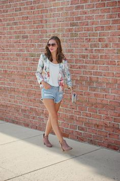 Short Story// Zara floral blazer, Forever21 distressed shorts, ankle booties #summercasul