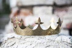 Medieval Brass Crown Sansa di armstreet su Etsy (con foglio laminato tipo maschera?)