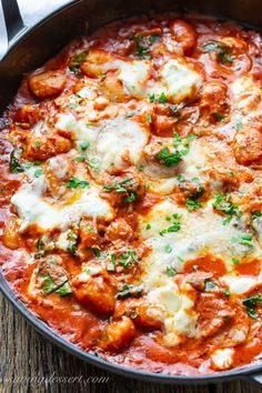 Don't miss this delicious recipe for Baked Gnocchi with a rich tomato sauce, dollops of creamy ricotta and plenty of fresh spinach. Good for any event from a fast and straightforward weeknight meal to a memorable most important course with firm! Gnocchi Spinach, Baked Gnocchi, Ricotta Gnocchi, Chicken Gnocchi, Tomato Pasta Bake, Baked Ricotta, Curry 3, Gastronomia, Kitchen