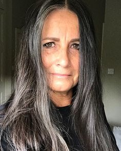 Going grey with (grohm)(bray) (Grombre) Dark Teal Hair, Teal Hair Color, Pink Blonde Hair, Blonde With Pink, Long Gray Hair, Silver Hair, Blue Hair, Unnatural Hair Color, Gray Hair Highlights