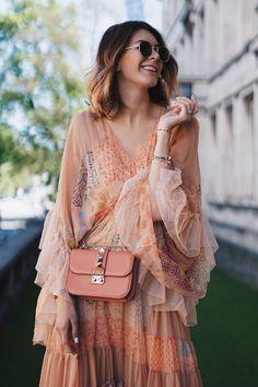 zarte stoffe, sanfte Farben und fließende Schnitte - der Boho Chic ist angesagt wie nie. Auf abouttori.com zeige ich euch, wie man ihn richtig trägt.