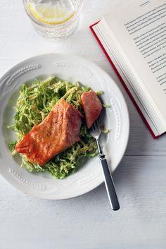Hunajainen sinappilohi ja savoijinkaalisalaatti // Honey glazed Salmon & Savoy Cabbage Salad Food & Style Tiina Garvey, Fanni & Kaneli Photo Tiina Garvey www. Seafood Recipes, Wine Recipes, Savoy Cabbage, Glazed Salmon, Cabbage Salad, Food Challenge, Fish And Seafood, Healthy Recipes, Healthy Meals