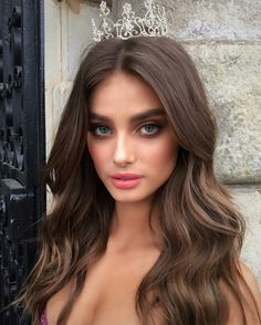 Stunning Taylor Hill while filming Victoria`s Secret Holiday 2016 commercial…