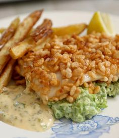 Puffreis-Fisch mit Minz-Erbsenpüree