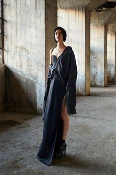 Vera Wang Spring 2018 Ready-to-Wear collection, runway looks, beauty, models, and reviews.