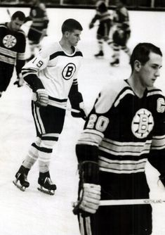Hockey Games, Ice Hockey, Bobby Orr, Boston Bruins Hockey, Boston Sports, Sport Icon, National Hockey League, Black And White Pictures, Athletes