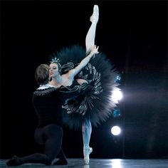 Black Swan Pas de Deux. Photo by: Jessica Bialek.