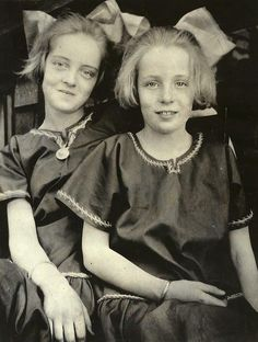 Bette Davis and her sister Bobby.....Uploaded By…