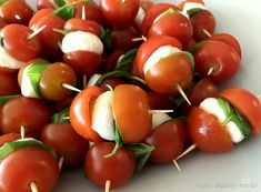 Spyd med tomat og mozzarella - lækker og simpel snack - madenimitliv.dk