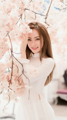 Vietnamese and Asian Beauty Girls. Vietnamese Clothing, Vietnamese Dress, Vietnamese Traditional Dress, Traditional Dresses, Ao Dai, Moda China, Vietnam Girl, Beautiful Asian Women, Asian Woman