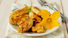 2 exquisite recipes with zucchini flowers Fried Squash Blossoms, Zucchini Blossoms, Beignets, Fried Zucchini Flowers, Zucchini Fries, Ricotta, Zucchini Carbonara, Different Vegetables, Flower Food