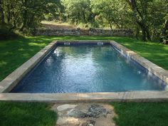 """Résultat de recherche d'images pour """"piscine pierre"""" My Pool, Swimming Pools Backyard, Swimming Pool Designs, Garden Pool, Pool Water, Pool Finishes, Backyard Office, Pond Water Features, Plunge Pool"""