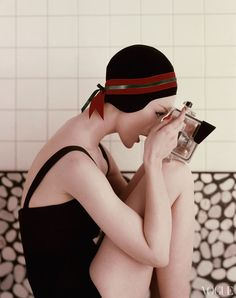 Ruth Neumann-Derujinsky looking through water-proof camera, wearing black bathing suit and black velvet bathing cap banded in red and green. Vogue, January 1956 Condè Nast Archive Photographed by Richard Rutledge. Vintage Glamour, Vintage Beauty, Vintage Vogue, Colorful Fashion, Retro Fashion, Vintage Fashion, 50 Style, Looks Style, Looks Vintage