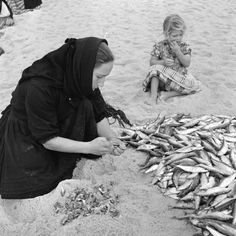 Artur Pastor Blink Photography, Black White Photos, Black And White, Nostalgic Pictures, Naruto Tattoo, Vintage Party, Fishing Villages, Algarve, Back In The Day