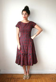 Plaid party dress with buttons down the front and bottom ruffle. Simple Frock Design, Long Dress Design, Girls Frock Design, Simple Kurti Designs, Kurta Designs Women, Blouse Designs, Simple Frocks, Casual Frocks, Casual Skirt Outfits