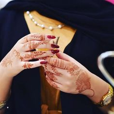Tips For Jewelry Lovers – Brook Jewellers Arabic Henna Designs, Bridal Henna Designs, Mehndi Art Designs, Mehndi Images, Henna Tattoo Designs, Abaya Designs, Stylish Mehndi Designs, Beautiful Henna Designs, Latest Mehndi Designs