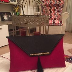 keçeden çanta - Google'da Ara Felt Purse, Clutch Purse, Sewing Tutorials, Sewing Crafts, Leather Handbags, Leather Bag, Handmade Bags, Beautiful Bags, Felt Crafts